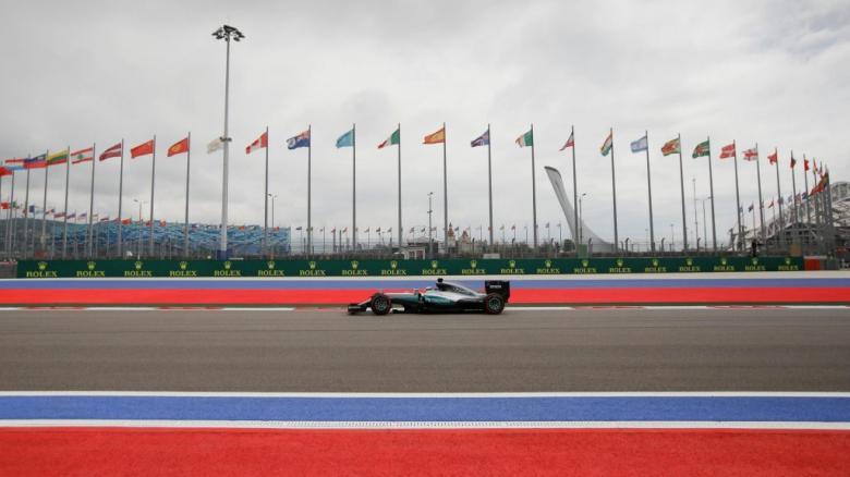 F1: Hamilton dá o troco em Rosberg e fecha treinos livres na frente na Rússia