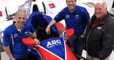 IndyCar: Tony Kanaan anuncia ida para AJ Foyt Racing na temporada 2018