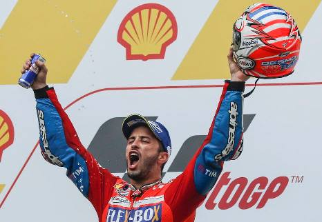 MotoGP: Andrea Dovizioso vence GP da Malásia e adia decisão do campeonato