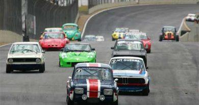 Outras: 'Túnel do Tempo' ganha vida em Interlagos: carros históricos aceleram na pista
