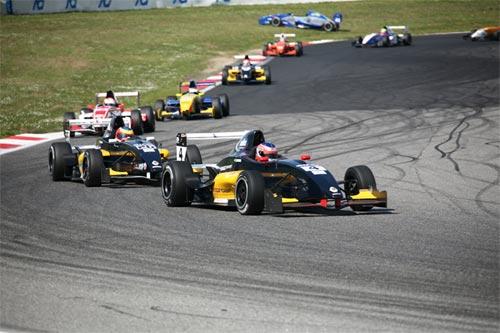 F-Renault Italiana: César Ramos larga entre os 10 nas duas provas de Spa