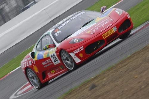 Outras: Bruno Senna volta a vencer no Ferrari Challenge