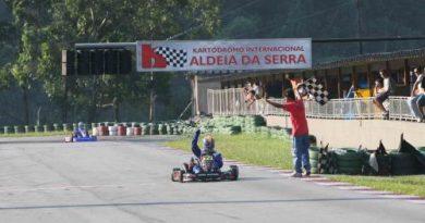 Kart: Fábio Fogaça presenteia o pai aniversariante com uma vitória