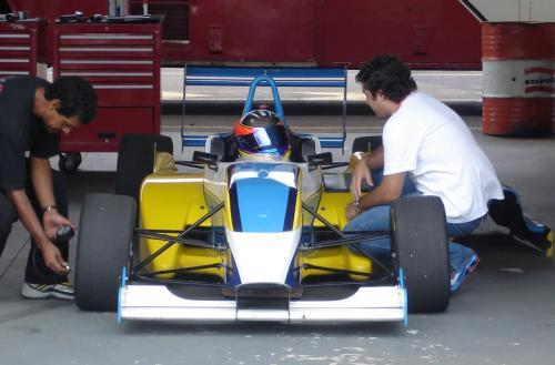 F-Renault: Ruiz Filho treina em Londrina
