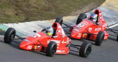 Fórmula Ford: Victor Corrêa sofre toque de adversário e ficar fora da briga pelo pódio na Inglaterra