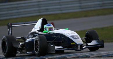 Fórmula Renault Norte-Européia: Vinícius Sammarone encerra testes da pré-temporada