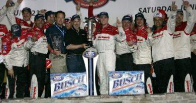 Busch Series: Piloto vence prova para outro em Milwaukee