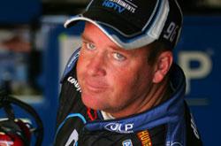 Busch Series: Tony Raines é multado e perde 25 pontos, por jogar o capacete em Robby Gordon