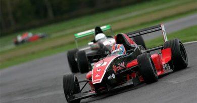 FRenault Inglesa: Adriano Buzaid garante podium na temporada de inverno