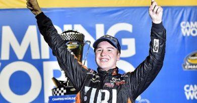 NASCAR Camping World Truck Series: Chase Briscoe vence em Homestead. Christopher Bell conquista o título de 2017