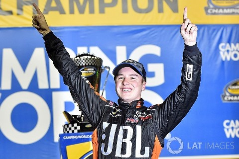 NASCAR Camping World Truck Series: Chase Briscoe vence em Homestead. Christopher Bell conquista o título de 2017