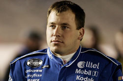 Nascar: Pole-position Ryan Newman troca motor e cai pra última fila do grid
