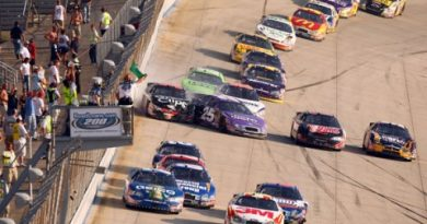 Busch Series: Denny Hamlin vence em Dover