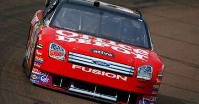 Nascar: Carl Edwards marca a pole em Phoenix