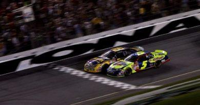 Nascar: McMurray vence por um bico de diferença em Daytona