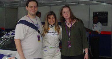 Informação: Internautas do SpeedRacing.com.br passam dia nos boxes da Fernanda Parra