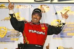 Truck Series: Mike Skinner vence a San Bernardino County 200