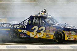 Truck Series: Ron Hornaday vence em Lowes