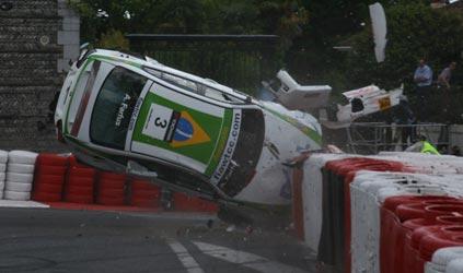 WTCC: Alain Menu marca a pole em Pau . Farfus sofre forte acidente