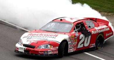 Busch Series: Denny Hamlin vence em Michigan