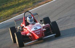 Outras: Felipe Polehtto estréia na Skip Barber e lidera o campeonato