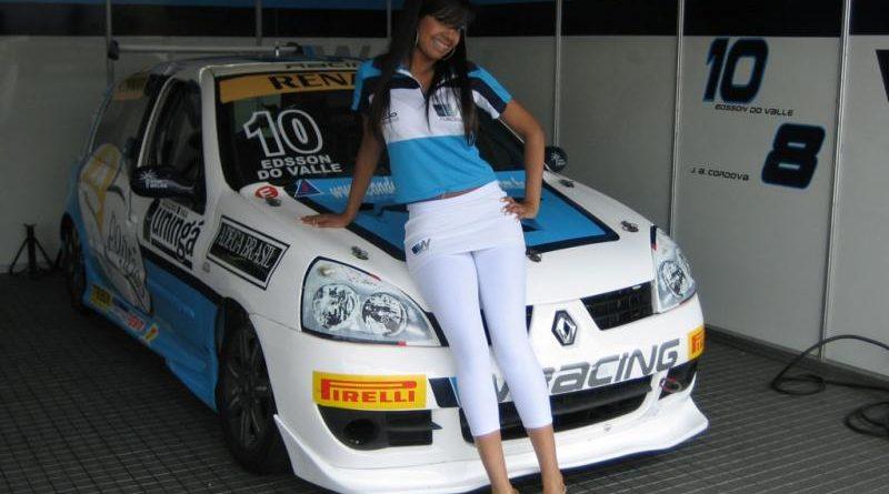 Informações: Natasha é escolhida Garota SpeedRacing 2007