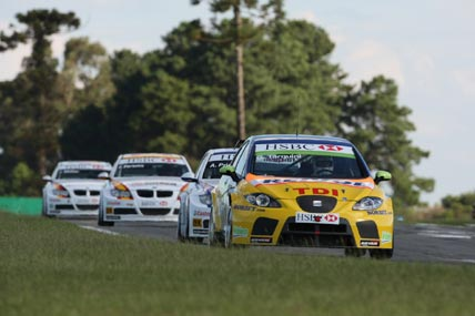 WTCC: SEAT, com Yvan Muller e Gabriele Tarquini, domina provas em Curitiba