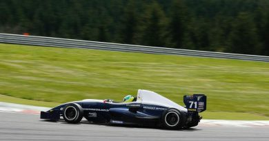 F-Renault Norte-Européia: Problema no motor tira Vinícius Sammarone da corrida em Alastaro
