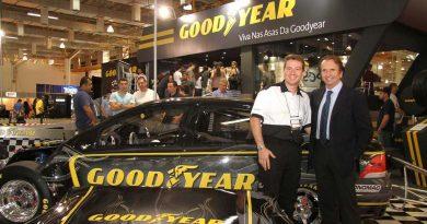 Salão do Carro e Acessórios: Estande da Goodyear mostra versão 2010 do Vectra de Cacá Daud