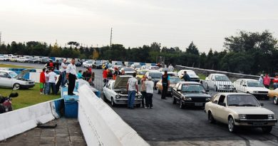 Outras: Racing Day reúne 205 carros e motos no Autódromo de Curitiba