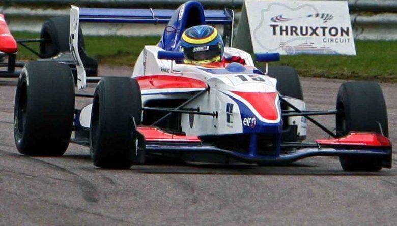 F-Renault Inglesa: Victor Corrêa corre em Rockingham