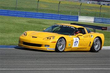 FIA GT: Boni supera expectativas e companheiros de equipe na Inglaterra