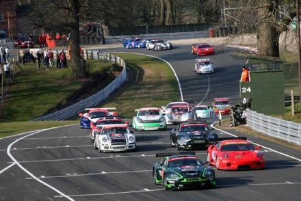British GT: Dupla Hector Lester/ Tim Mullen vencem etapa de abertura em Oulton Park