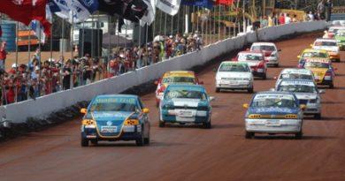 Outras: Fortes disputas e altas velocidades marcaram a quinta etapa do Campeonato Catarinense de Automobilismo em Chapecó