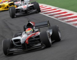 AutoGP: Julian Leal e Romain Grosjean vencem em Navarra