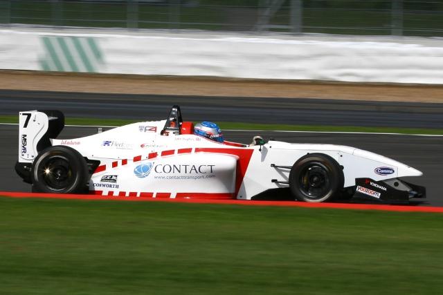 BRDC F4: Jake Hughes mantém a liderança do campeonato