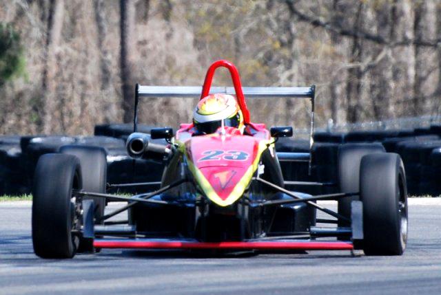F2000 Series: Victor Carbone disputa terceria rodada dupla no Canadá
