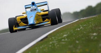 F2: Henry Surtees lidera último teste da pré-temporada