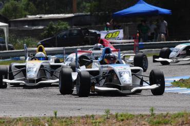 F4 Sul-americana: Rodrigo Pflucker se livra das confusões e vence primeira corrida em El Pinar