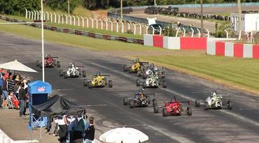 """Fórmula Júnior: Participação no circo da Stock Car atrai """"velhos"""" e novos pilotos à categoria"""