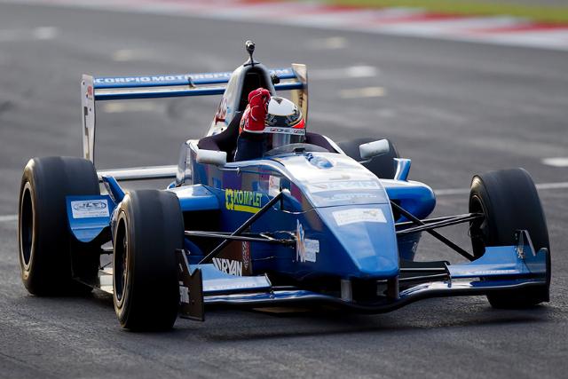 F-Renault Britânica: Ivan Taranov vence as duas últimas provas do ano