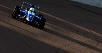 F-Renault Britânica: Matteo Ferrer e Alex Gill vencem em Rockingham