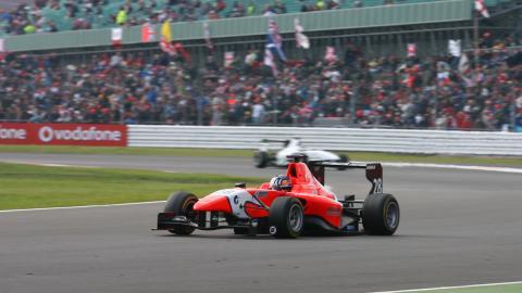 GP3 Series: Nico Muller e Lewis Williamson vencem em Silverstone