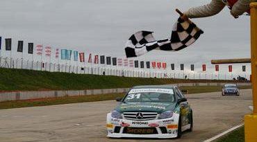 Mercedes-Benz Grand Challenge: Correndo em casa, Márcio Campos conquista primeira vitória