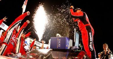 NASCAR Sprint Cup Series: Tony Stewart vence a primeira no ano