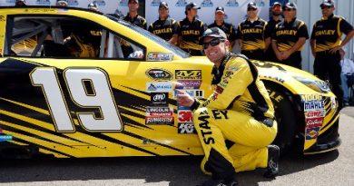 NASCAR Sprint Cup Series: Carl Edwards marca a pole em Watkins Glen