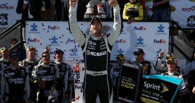 NASCAR Sprint Cup Series: Jimmie Johnson vence em Dover
