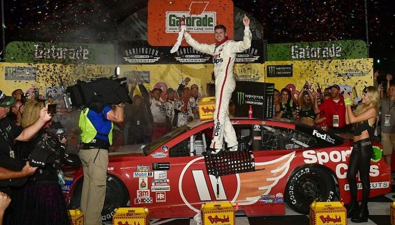 NASCAR Monster Energy Cup Series: Denny Hamlin supera erro e vence em Darlington