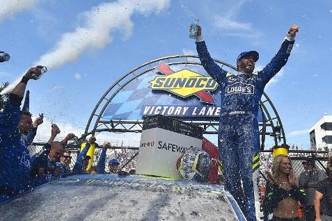 NASCAR Monster Energy Cup Series: Jimmie Johnson alinha em último. E vence em Dover