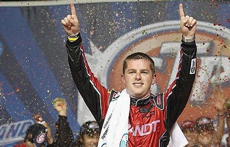 NASCAR Nationwide Series: Sem combustível Justin Allgaier vence em Chicago